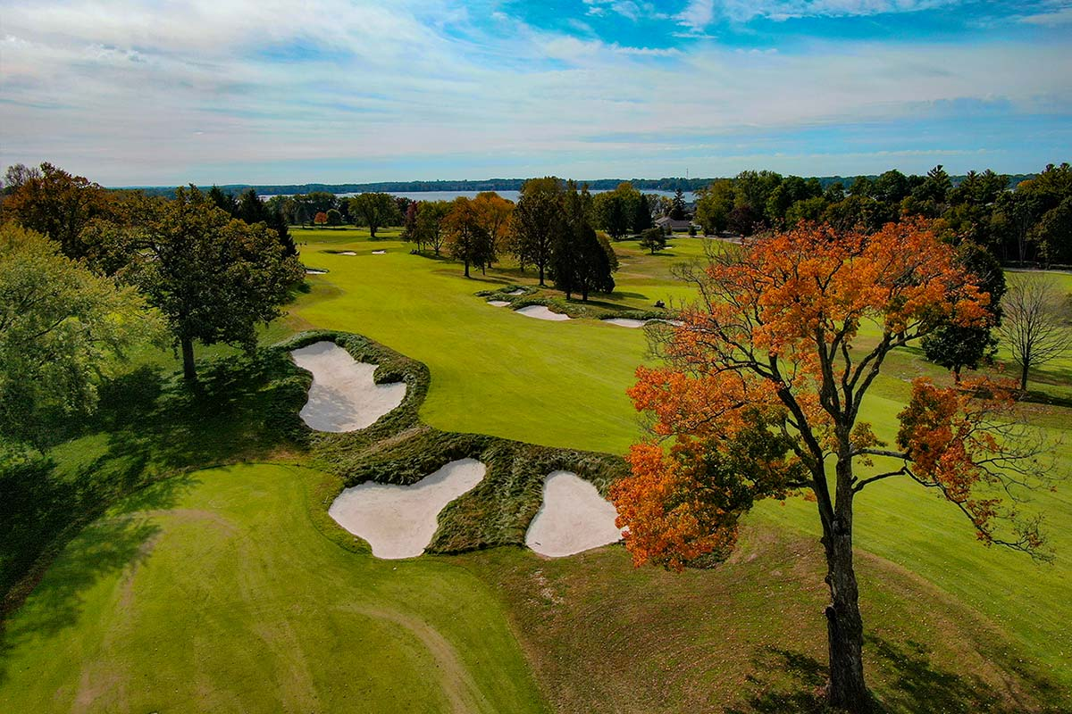 Club at Lac La Belle golf course autumn fall