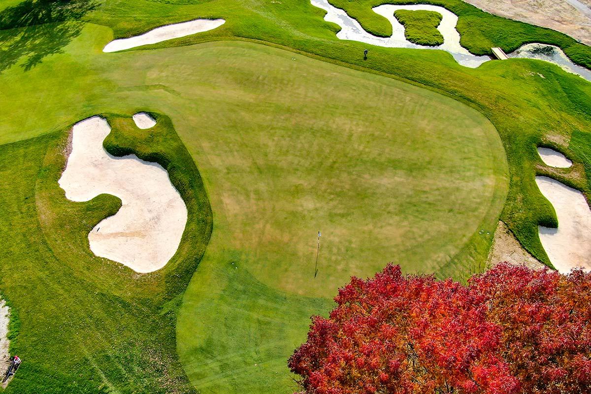 Club at Lac La Belle golf course autumn